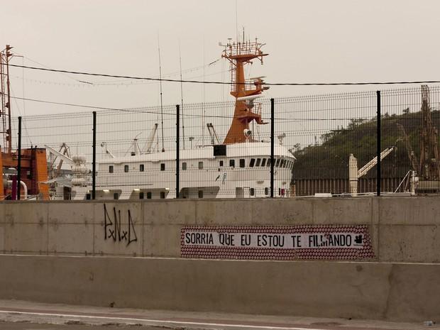 Os Travessos estampam muro perto do Porto de Vitória (Foto:  Rayza Mucunã/Projeto Pagode)
