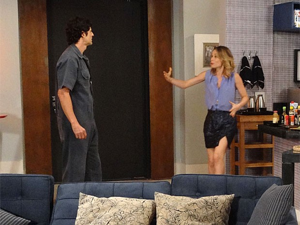 Nando fica furioso quando descobre que Juliana participou da armação (Foto: Guerra dos Sexos / TV Globo)