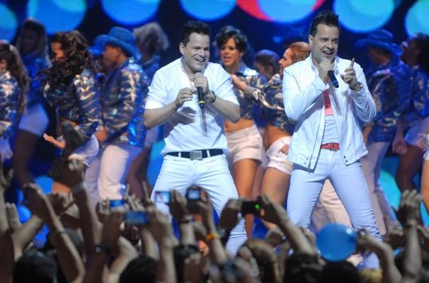 João Neto e Frederico agitando a tarde de sábado no TV Xuxa (Foto: TV Globo/Zé Paulo Cardeal)