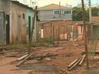 Por asfalto, moradores fecham rua que liga bairros na zona norte de Ribeirão