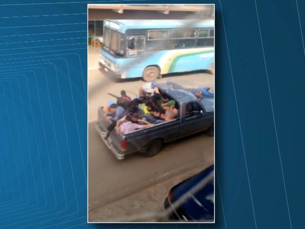 Ladrões usaram reféns como escudo no momento da fuga em Curiúva (Foto: Reprodução/RPC)