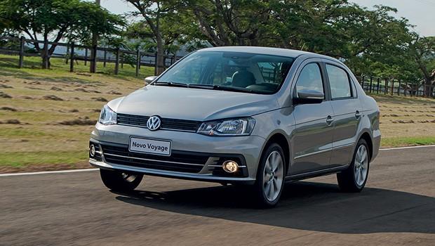 Desenho do Volkswagen Voyage mudou basicamente na porção dianteira  (Foto: Marcelo Spatafora/Autoesporte)