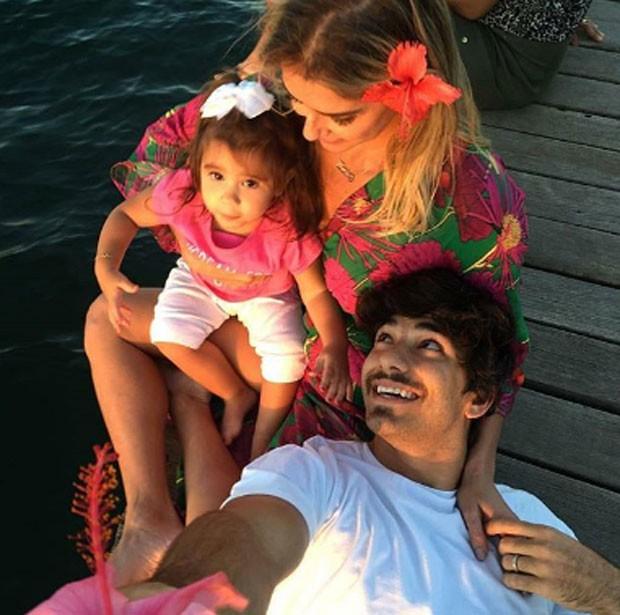 Maria Flor, Deborah Secco e Hugo Moura (Foto: Reprodução)