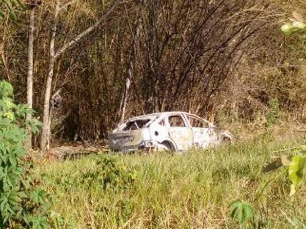 Veículo e corpo foram encontrados pelo Grupamento Aéreo (Foto: Divulgação/SSP)