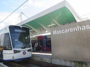 Autoridades fizeram trajeto do VLT até a estação Mascarenhas (Foto: Orion Pires / G1)