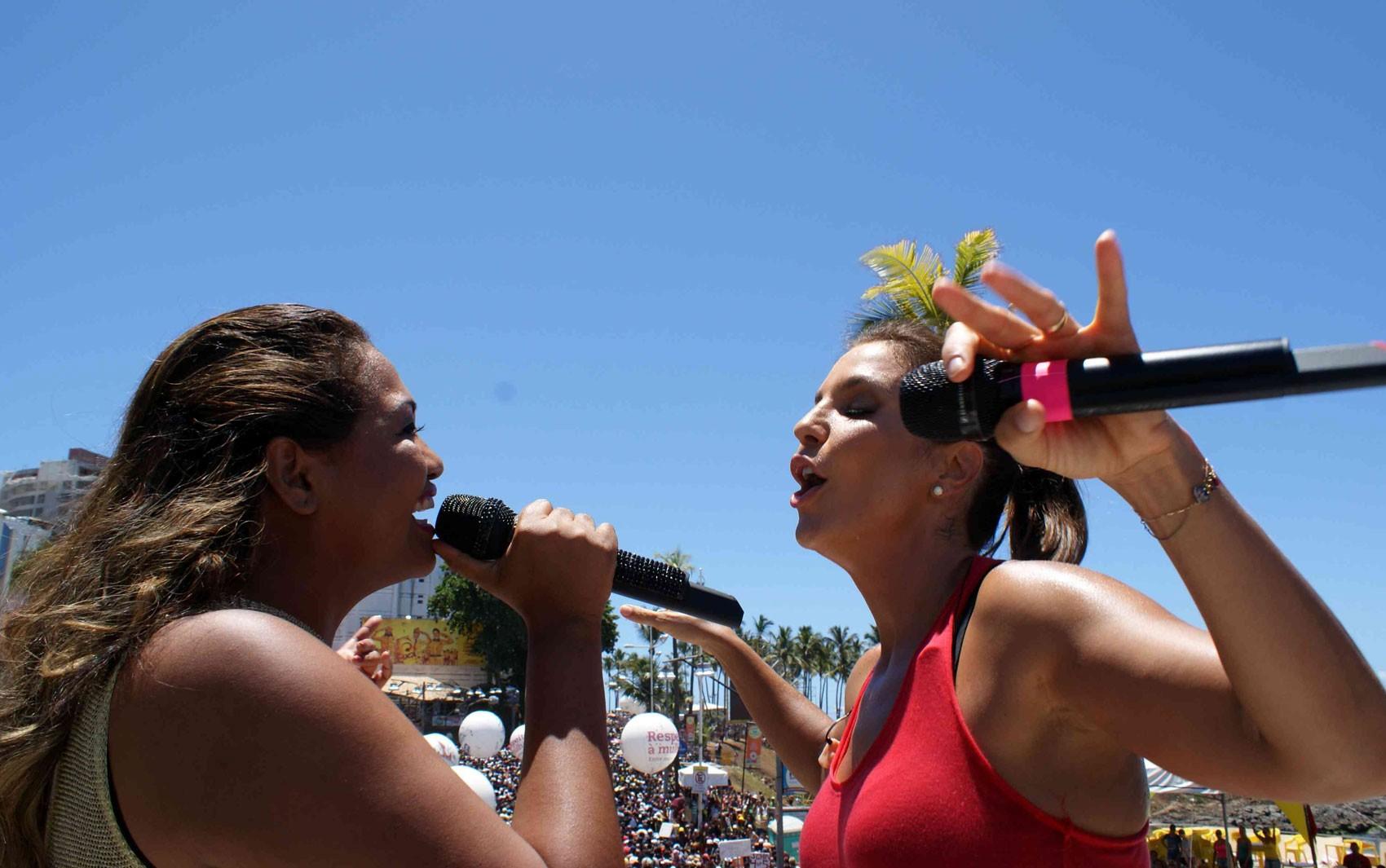 Ivete e Gaby Amarantos no arrastão (Foto: Jailson Barbosa/Agência Edgard de Souza)