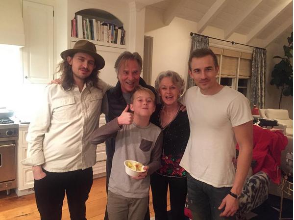O ator Don Johnson com os filhos de Melanie Griffith (Foto: Instagram)