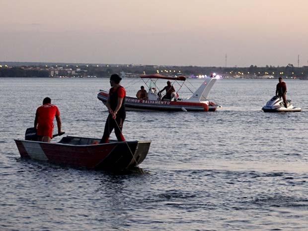Bombeiros procuram por corpo de homem que se afogou no Lago Paranoá, em Brasília (Foto: Corpo de Bombeiros-DF/Divulgação)