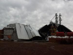 Rajada de vento causou prejuízos em silo de grãos de Cruz Alta, RS (Foto: Yasmine Santos/Arquivo Pessoal)