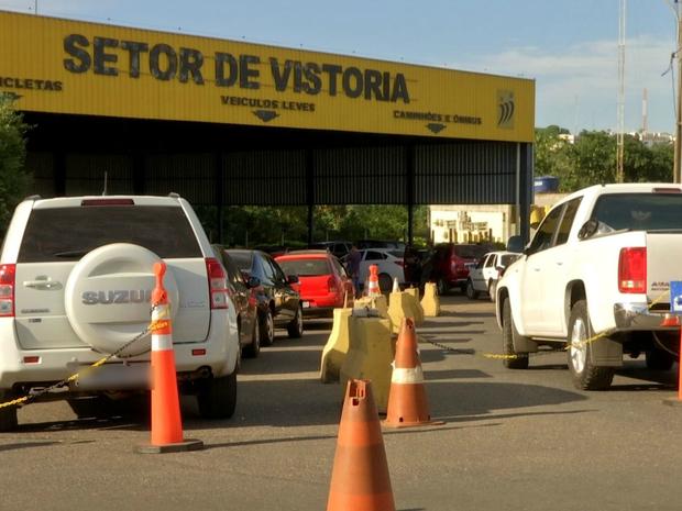 Longas filas têm se formado no setor de vistoria da autarquia desde o fim da greve (Foto: Reprodução/TVCA)