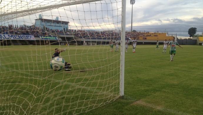 Tocantinópilis - Nildo Junior aos 30 minutos do primeiro tempo (Foto: Vilma Nascimento/GloboEsporte.com)
