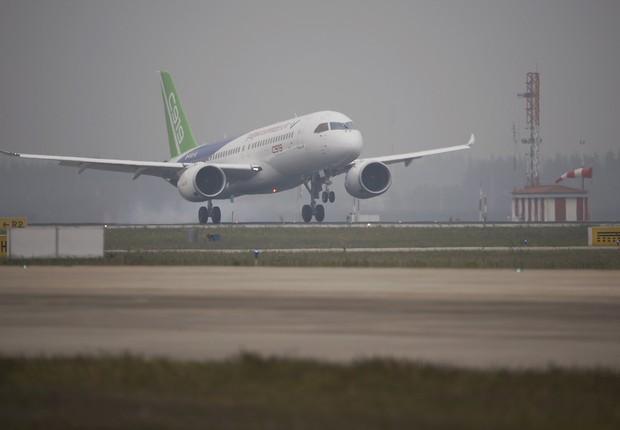 Jato de passageiros C919, desenvolvido na China (Foto: China Daily/via Reuters)