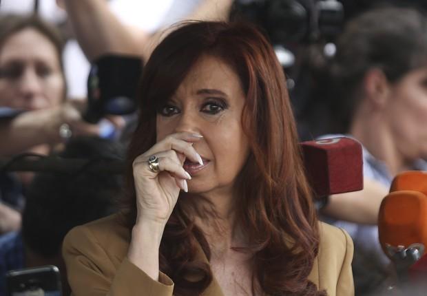Cristina Kirchner saindo do Tribunal em Buenos Aires depois de depor (Foto: EFE/David Fernandez)