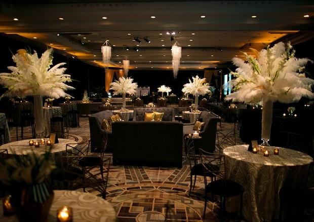 Em tons de preto, branco e dourado, a decoração foi inspirada nos anos 920 (Foto: Reprodução)