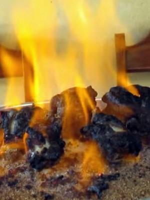 """Experimento da 'Serpente do Faraó"""" terminou com adolescente queimado em Campanha (Foto: Reprodução EPTV)"""