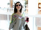 Giovanna Lancellotti deixa pernas à mostra em aeroporto
