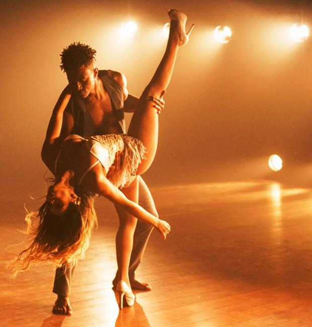 David Jr. e Lexa gravam clipe em teatro de Niterói, no Rio (Foto: Marcos Mello)