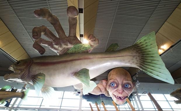 Obra tem 13 metros de comprimento e 1,2 tonelada. (Foto: Marty Melville/AFP)