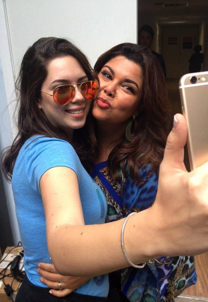Gata faz fotos com a mãe antes de voltar a Recife (Foto: Arquivo pessoal)