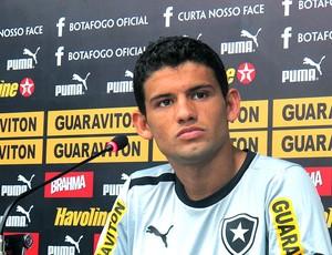 Jadson na coletiva do Botafogo (Foto: Fred Huber / Globoesporte.com)