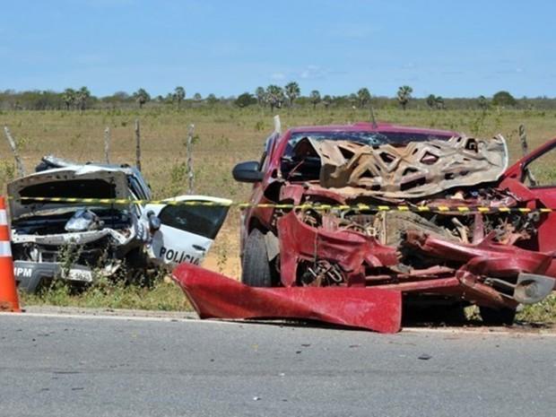 Veículos colidiram na BR-406, próximo a cidade de Guamaré, no Oeste potiguar (Foto: Josivan Dantas)
