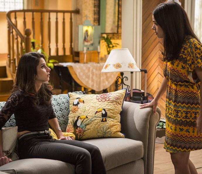 Carmela saiu de casa logo após revelar segredo sobre Shirlei (Foto: Inácio Moraes/Gshow)