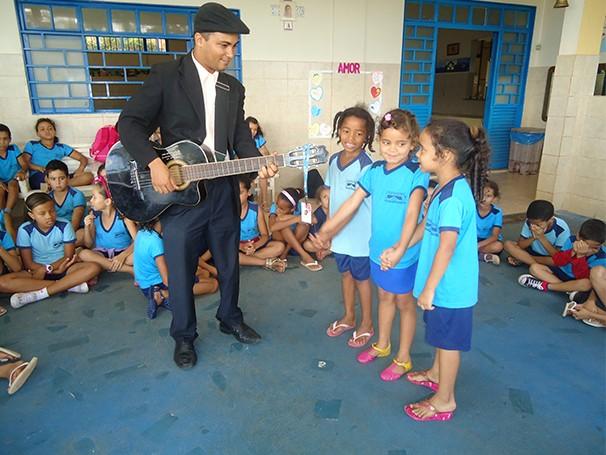 Crianças têm aulas de música no Promovida (Foto: Divulgação/ Promovida)