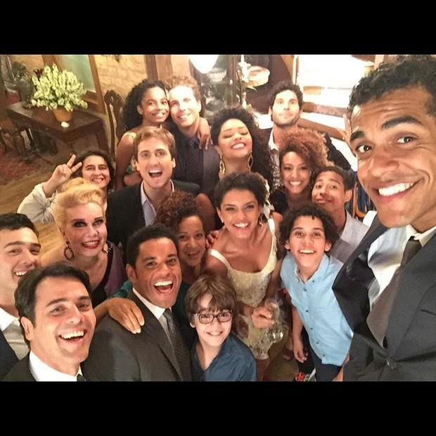 Marcello Melo Jr moctra elenco de 'Babilônia' em clima de despedida (Foto: Reprodução/ Instagram)