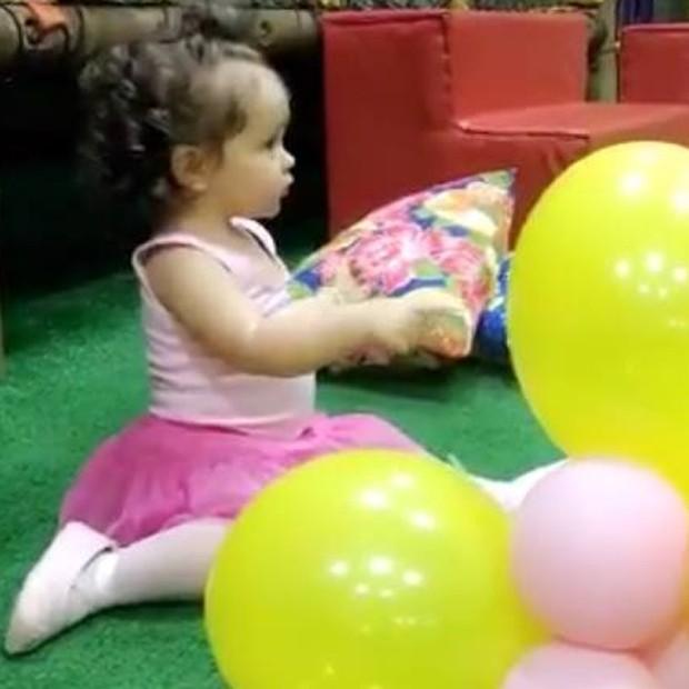 Sophia, filha de Flávia Monteiro, durante festinha (Foto: Snapchat)