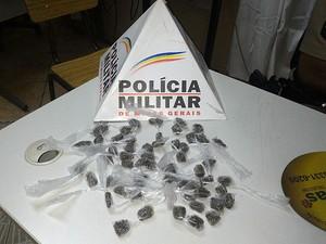 Drogas Barbacena (Foto: Polícia Militar/Divulgação)