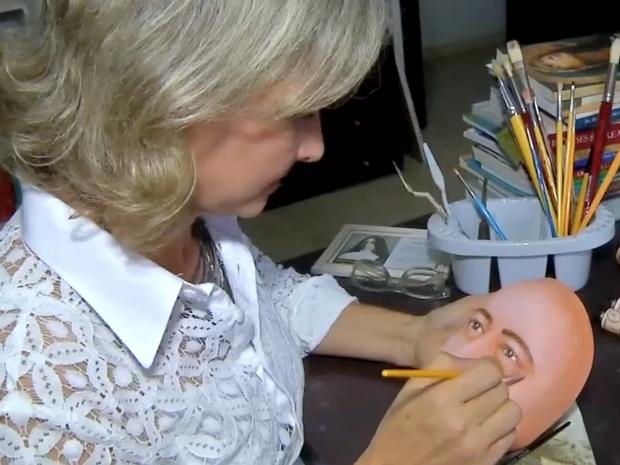 Mari Bueno fez estudo sobre tinta e técnica a serem usadas (Foto: Reprodução/ TVCA)