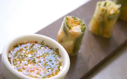 Para receber os amigos: rolinho vietnamita de camarão e legumes