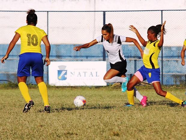 Partida da Copa Natal de Futebol Feminino: apoio e revelação de talentos (Foto: Alex Régis)