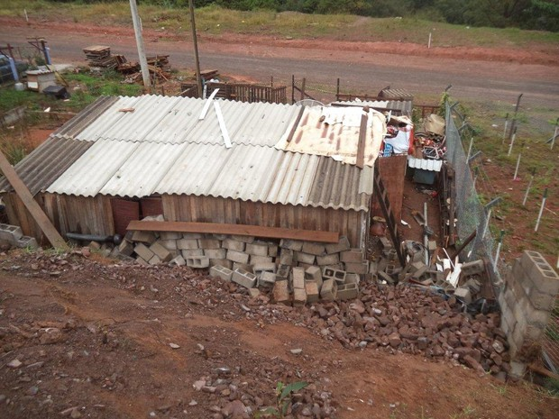 Muro desaba em Flores da Cunha (Foto: Divulgação/Prefeitura Municipal de Flores da Cunha)