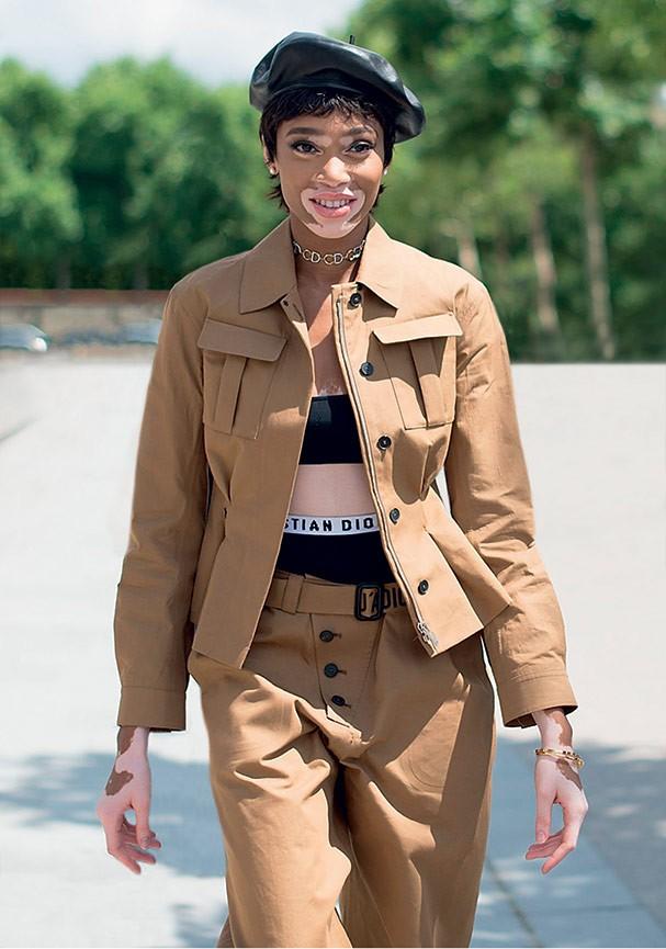 Visual militar revisitado: a modelo Winnie Harlow mostra como usar (Foto: Vanni Bassetti/Getty Images)