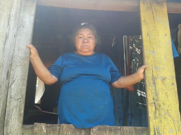 Avó de menino indígena pediu justiça, na aldeia em Chapecó (Foto: Flávio Trevisan)