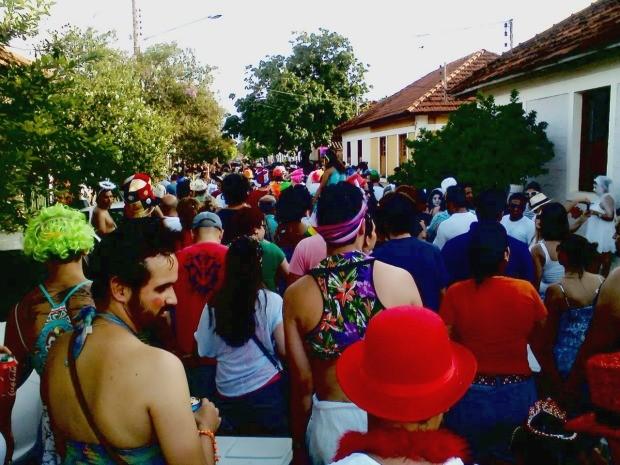 Desfile dos foliões do cordão começou na esplanada ferroviária em Campo Grande (Foto: Sergio Pavão/arquivo pessoal)