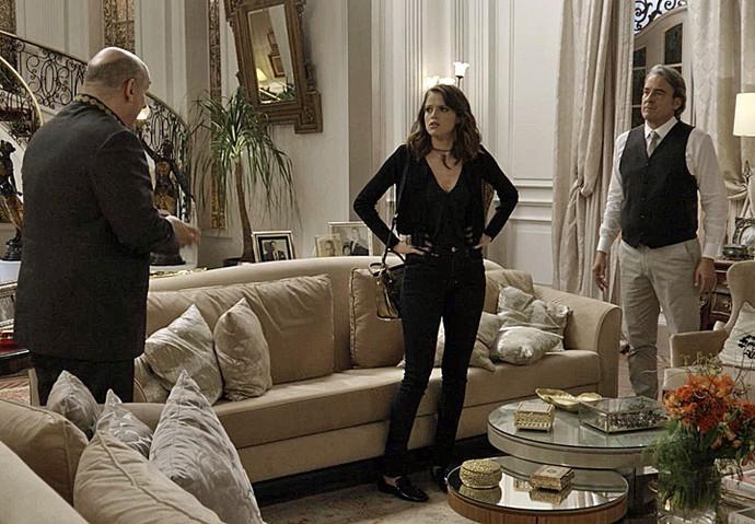 Camila chega após chamado de Ariovaldo e Aparício (Foto: TV Globo)