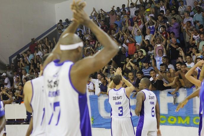 Torcida do Macaé basquete no Juquinha (Foto: Raphael Bózeo / Macaé Basquete)