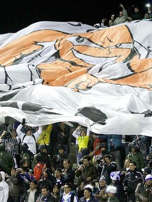 torcida do Corinthians no jogo com o San José na Bolívia (Foto: AP)