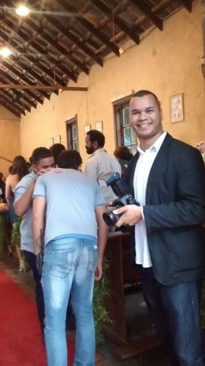 Antonio Bahia interpreta fotógrafo em 'Totalmente Demais' (Foto: Arquivo Pessoal)