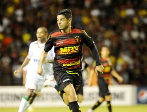 Cicinho foi um dos melhores em campo na vitória do Sport sobre a Lusa (Foto: Aldo Carneiro / Pernambuco Press)