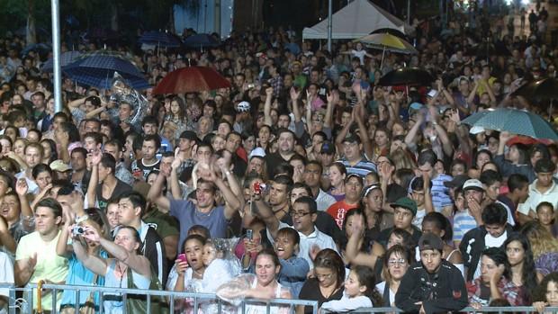 Público foi ao Bosque Municipal comemorar o aniversário da cidade (Foto: Divulgação/RPC TV)