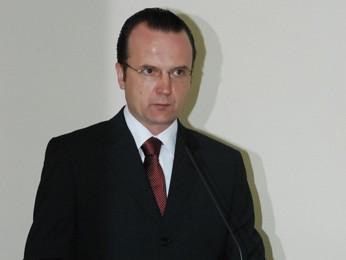Luiz Augusto Schneider discursou durante a posse (Foto: Isabel Malheiros/ RBS TV)