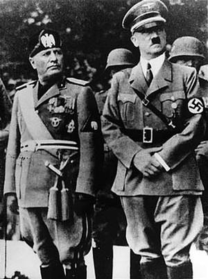 Mussolini (esquerda) e Hitler (Foto: Wikimedia Commons)