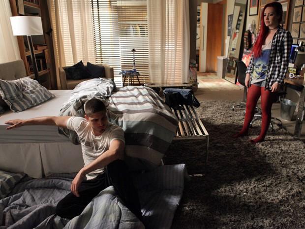 Mas a garota dá a real para o playboy  (Foto: Pedro Curi/TV Globo)
