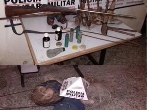 Armas foram apreendidas na casa e na mochila dos homens (Foto: Polícia Militar/Divulgação)