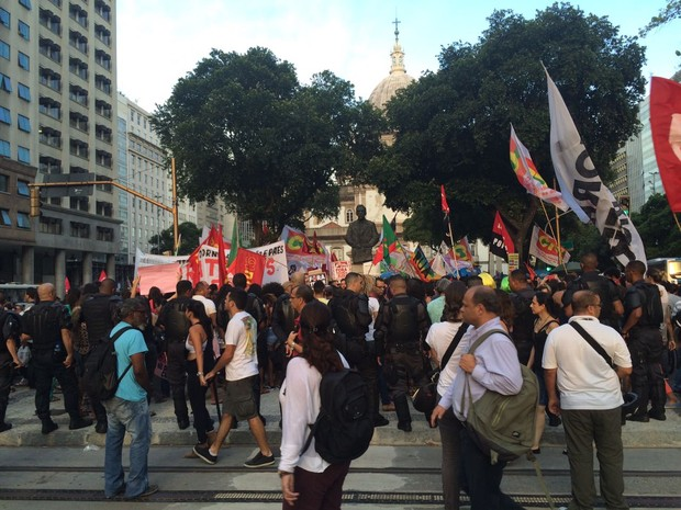 Manifestantes fazem protesto contra PEC (Foto: Marco Antonio Martins/G1)