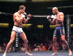 FRAME Lee Murray luta Anderson Silva 2004 (Foto: Reprodução)