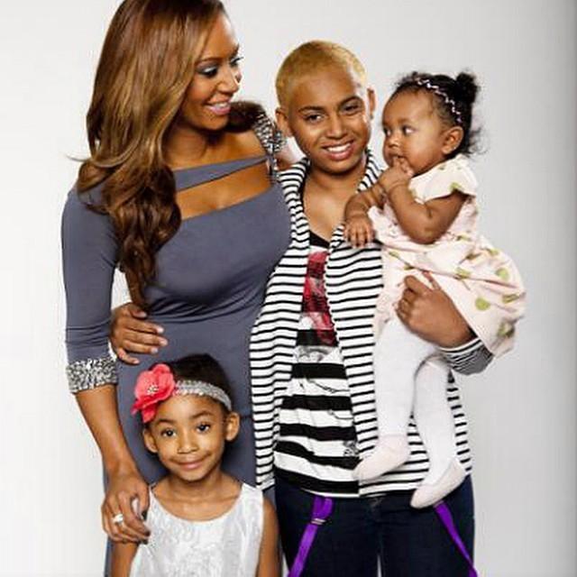 Mel B posta foto com as filhas e internautas questionam ...